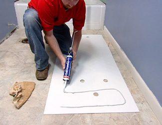 Как приклеить декоративную панель к стене?