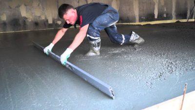 Как выровнять бетонный пол после заливки?